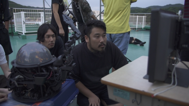 撮影現場にて、  制作スタッフとAI-CD β