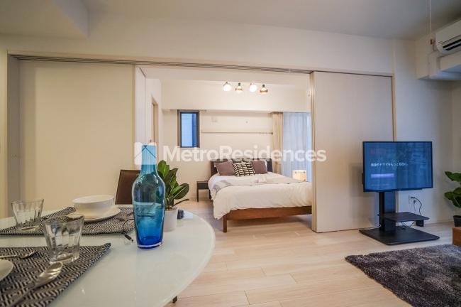 (お部屋の一例)ゆとりある広さ。生活に必要な家具・家電が一式揃っています