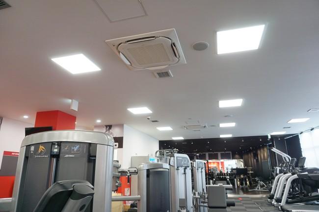 高性能エアコンフィルターの設置