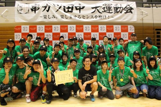 総合優勝は緑チームで、  景品として揃いのキャップが授与された