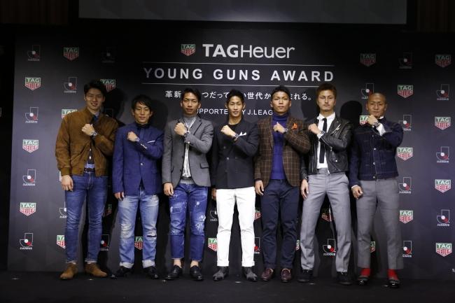 授賞式に登場した中山選手、三好選手、川辺選手、青木選手、西村選手、鈴木選手、前田選手