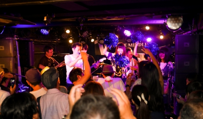 Rock the Middle Special Session Band  出演バンドから各1名ずつがステージに上がり、スペシャルセッションを披露した。曲目は、NIRVANAの Smells like teen sprit