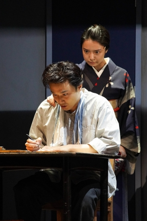 左より)井上芳雄、上白石萌音 提供:ホリプロ