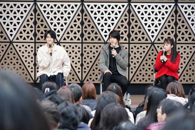 提供:ホリプロ 左より)髙橋颯、甲斐翔真、吉柳咲良