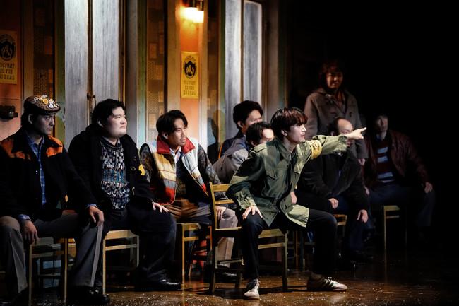 「ビリー・エリオット」より 中河内雅貴(前列) (C)ホリプロ