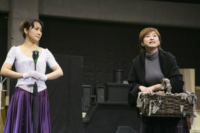 左から メリー役:濱田めぐみ バードウーマン役:鈴木ほのか