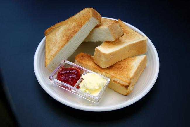 トースト バター&ジャム(¥800)