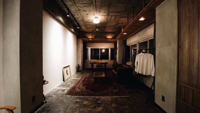 60年前の天井板を活かした棚