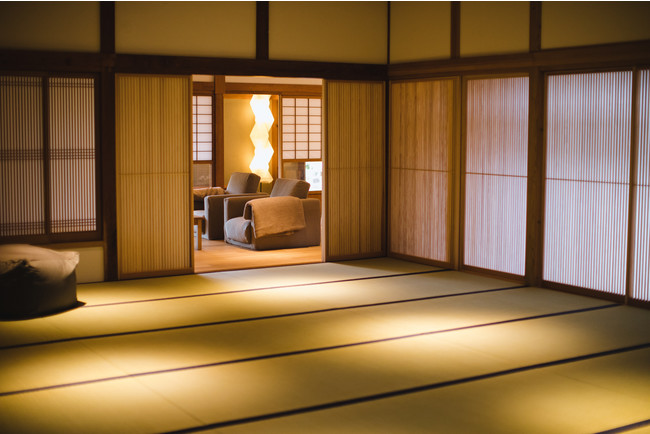 「茶心」には23畳の広さを持つ瞑想ルームがあり、マインドフルネスの実践に最適です。(写真:Waki Hamatsu)