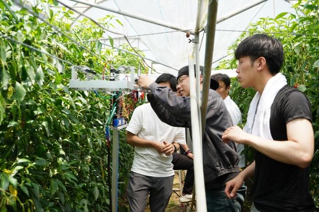 こゆ財団では農家や農業ベンチャーなどと連携し、スマートアグリの共同研究を行なっています。