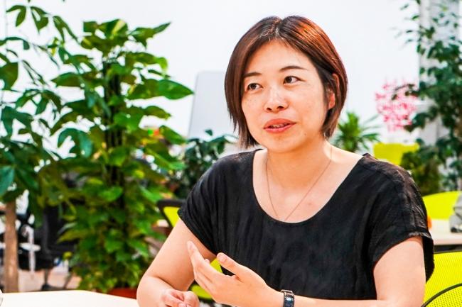 「しんとみ教育まちづくりプロジェクト」アドバイザーの小宮山利恵子氏は五感を刺激する環境がこれからの学びには不可欠だと論じます。