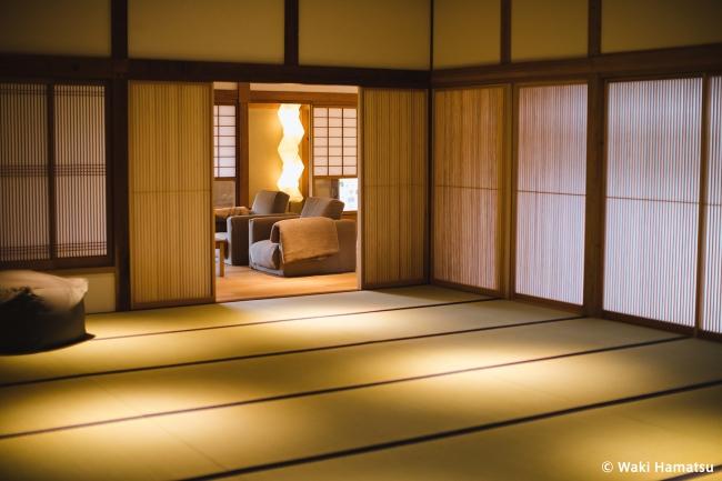 ヨガマット・リラックスソファ・座ふ(坐禅用座布団)を常備している23畳の瞑想ルーム