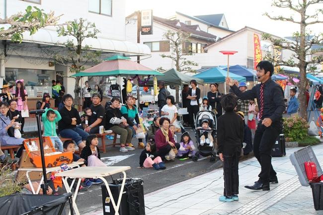 新富町では「こゆ朝市(夕市・夜市)」に町内外の多様な人材が集まり、サードプレイス的コミュニティが生まれています。