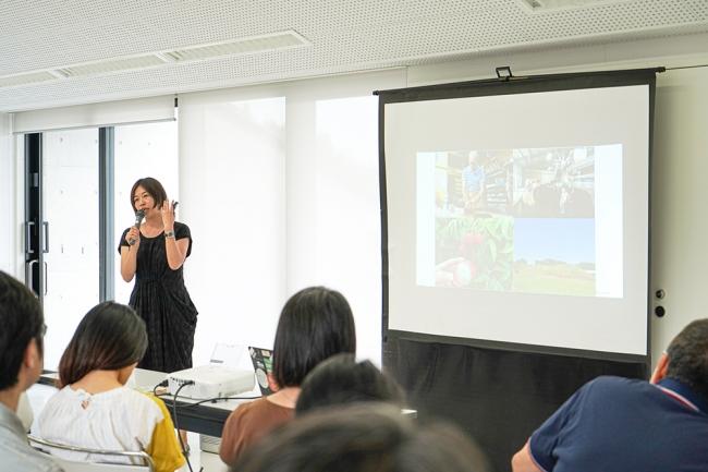 「しんとみ教育まちづくり」プロジェクトのアドバイザーでもある小宮山利恵子氏。