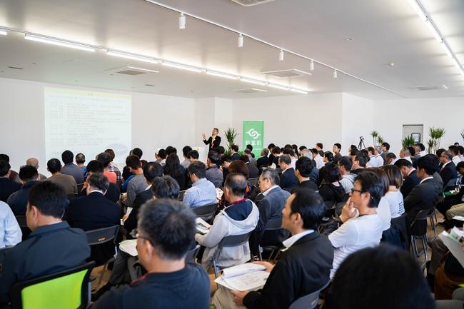 こゆ財団は、スマート農業推進協会と連携し、農業の技術革新と人材育成に関する情報共有イベントを宮崎と東京で連続開催しています。2019年11月のサミットには130名を超える参加者が集まりました。