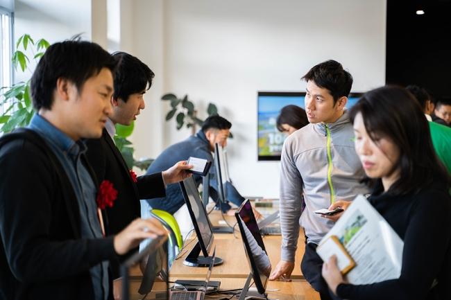 後継者不在の高齢世代の経営者にとって、若手人材への承継はビジネスチャンスでもあります(写真はイメージです)