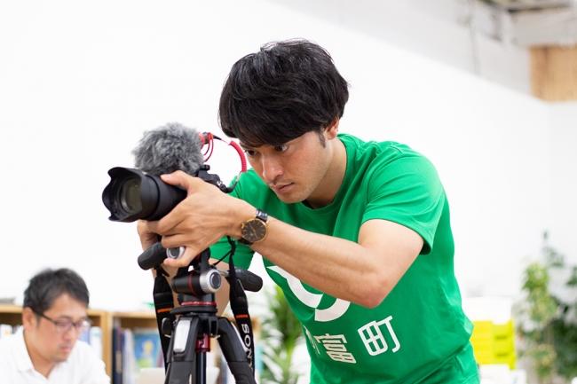 飲食店・生産者支援サービスで中心的に活躍する「こゆデザインスタジオ」の中山雄太氏