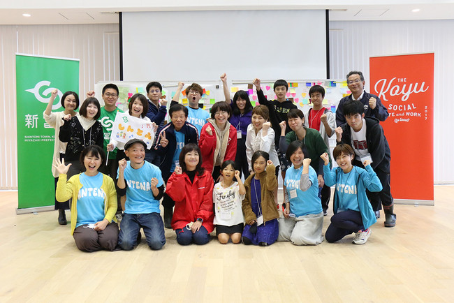 宮崎県新富町では演劇やクラフトといった技術を有するチームが町民と共同で芸術まちづくり事業に取り組んでいます。