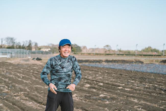 新富町で黄金千貫をつくる中山真一さん。一帯でとれる黄金千貫は、長年の土地改良と普段の細やかな生産管理が高い品質と評価を生み出しています。