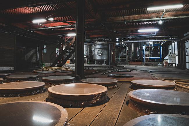 焼酎「新富」の醸造を手がける正春酒造(西都市)は、150年にわたって地域に密着した酒造りに取り組んでいます。