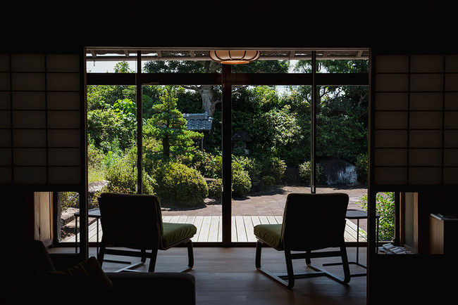 「茶香炉」からゆったり漂うお茶の香りにつつまれて瞑想や読書にふけることができます(photo by Yuta Nakayama)