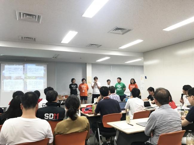 2018年8月に慶應大学日吉キャンパスで行われた「デザインプロジェクト」最終発表会での新富町Aチームの様子。
