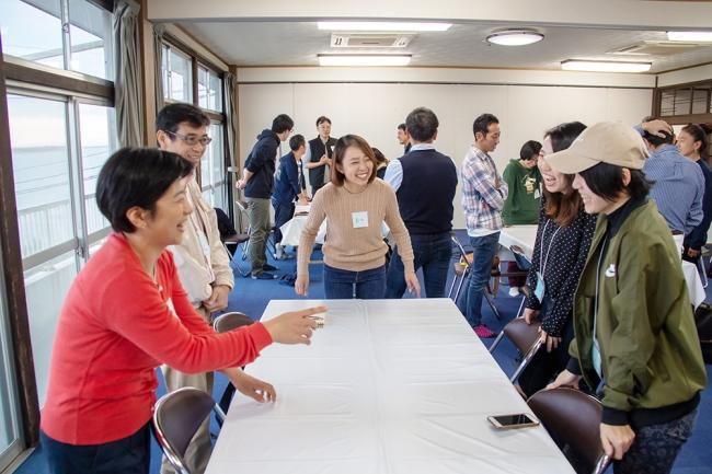 こゆ財団では地域でのチャレンジに関心を寄せる東京の人財に対し、ビジネスの手法で地域課題解決に挑む人財の育成を行なっています(画像は2018年に実施した「宮崎ローカルベンチャースクール」の様子)