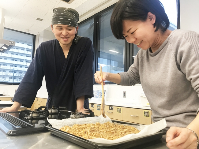 こゆ財団では開発した商品の改善・改良のために、  料理教室などを通じた顧客評価の収集に注力しています。