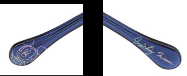 右のテンプルエンド(つる先)には、オリジナルアートのオーロラプリント。左には、ミッキーマウスのサインが。