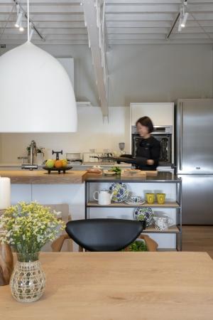 北欧家具のほかに、プレミアムオーダーキッチンも見学できる