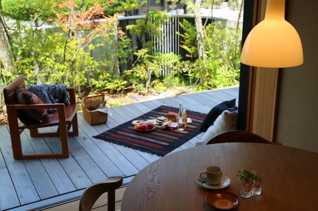 緑とつながる心地よい「木の家ショールーム」。素材や間取りだけでなく、インテリアも参考になりそう