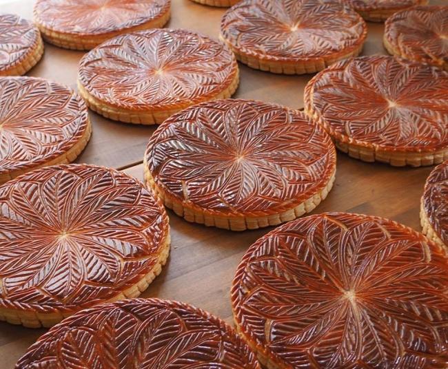 人気パン店「ウルーウール」の販売日は、オープン前から行列ができるほど毎回人気