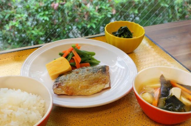 野菜もしっかり取れる食事付き学生マンション 夕食の一例