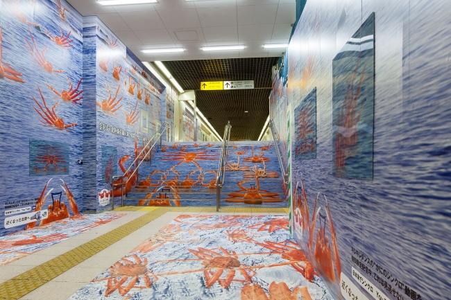 東京駅丸の内北地下自由通路ラッピング