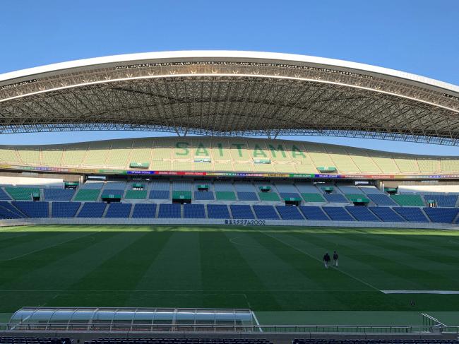 埼玉スタジアムバックスタンド側リボンビジョンへのXPANDコード表示