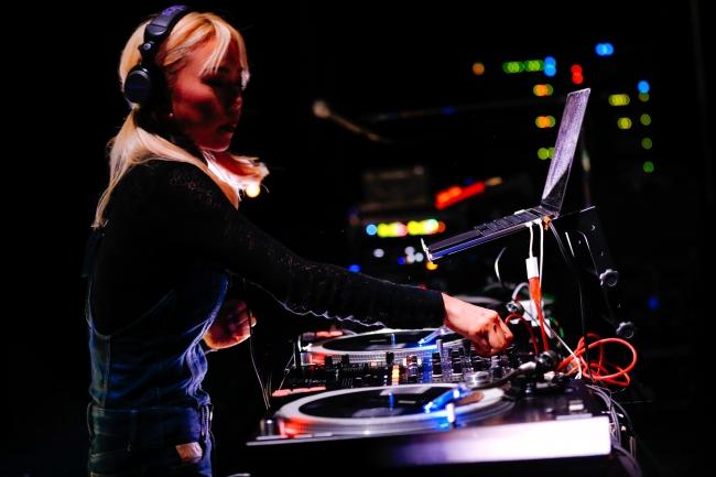 DJ SARASA/Photo by 関口佳代
