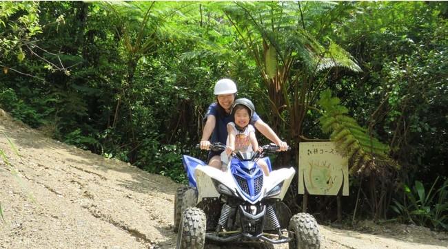 免許不要!4輪バギーで緑豊かな森を疾走