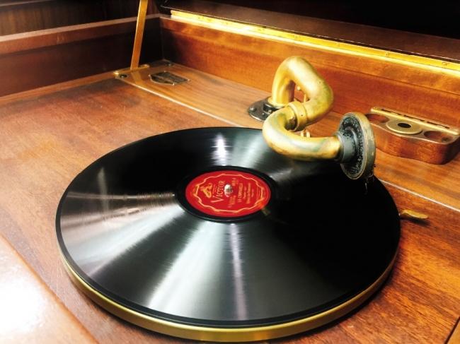 1926年米国ヴィクター社製 手巻蓄音機 ヴィクトローラ「クレデンザ」