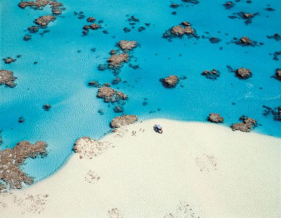 抜群の透明度と青さを誇るクック諸島のラグーン