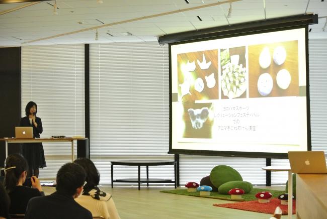 アロマクラフトによるワークショップについて語っている高橋久美子先生。