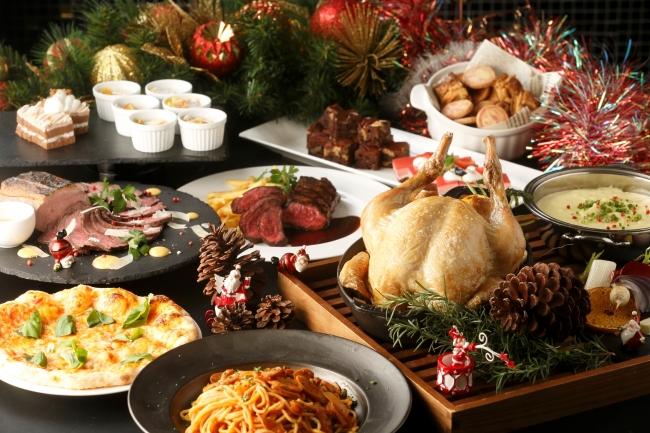 バラエティ豊かなビュッフェ料理で豪華なクリスマスを
