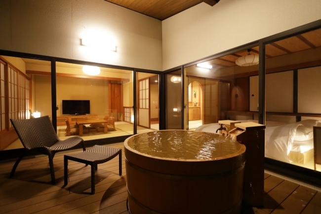 天の坐「鷴亭(かんてい)」の客室露天風呂