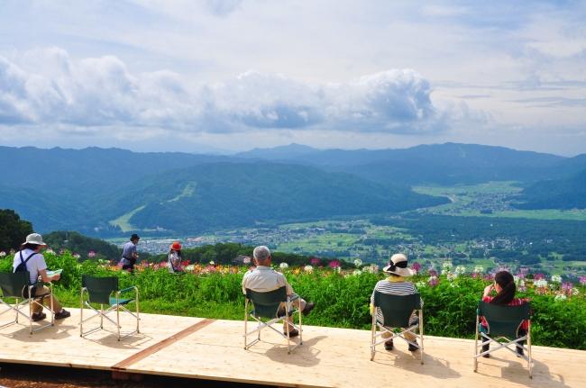 白馬岩岳山頂から眺める白馬村の町並み