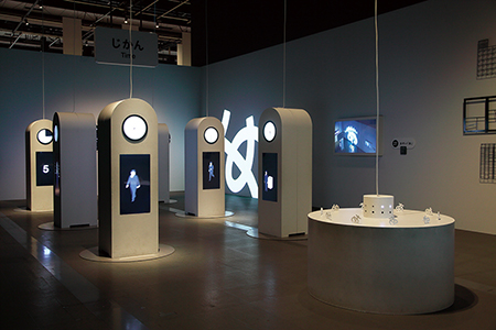 博物館・放送局の企画展出品作品「概念のへや じかん」(岡崎智弘)