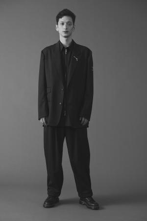 男性クルー着用イメージ(ジャケットあり)