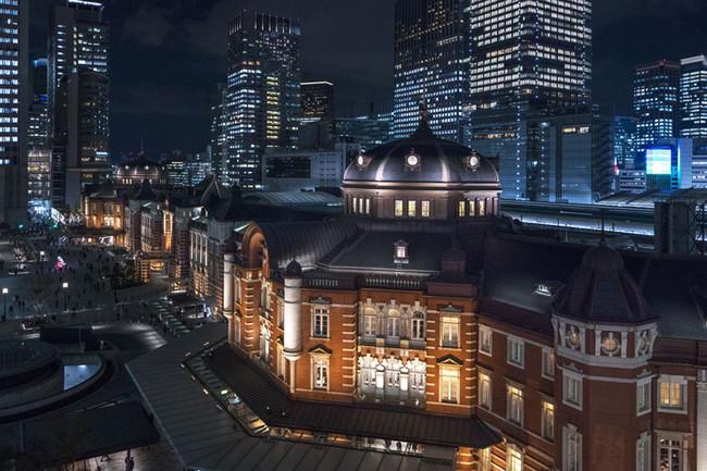 ホテルが位置する東京駅丸の内駅舎と街並み