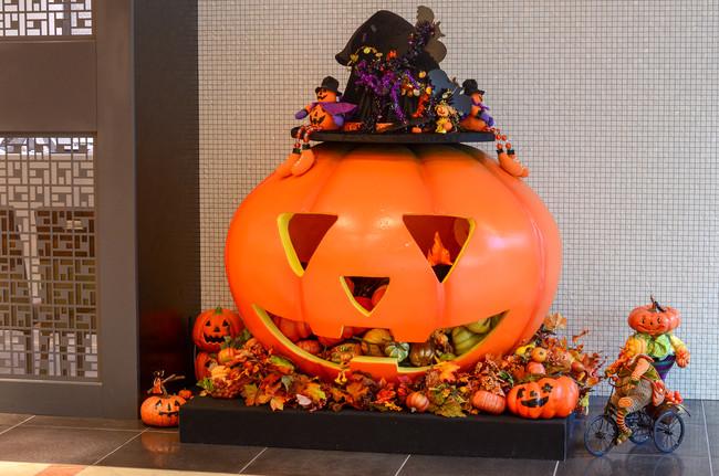 ロビーにもかぼちゃのお化けが登場