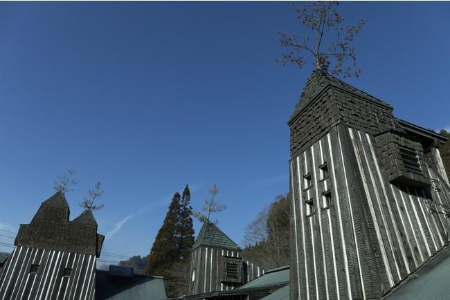 「ラムネ温泉」の建物は藤森照信さんによる設計。photo:木寺紀雄