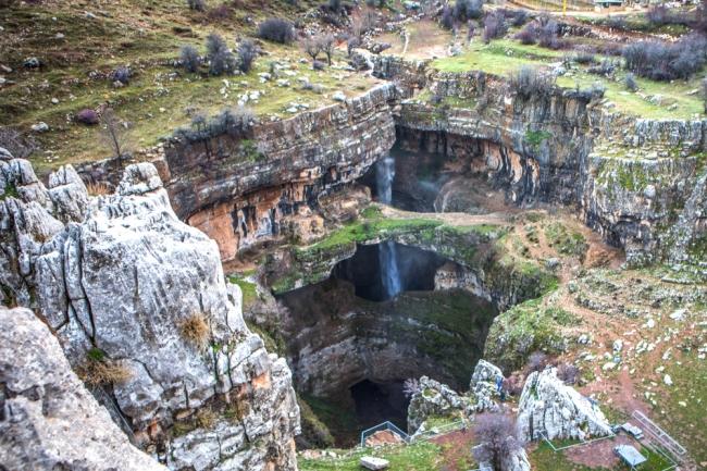地下に落ちる奇跡の滝「バータラ峡谷」 そのダンジョン感にワクワクする/レバノン