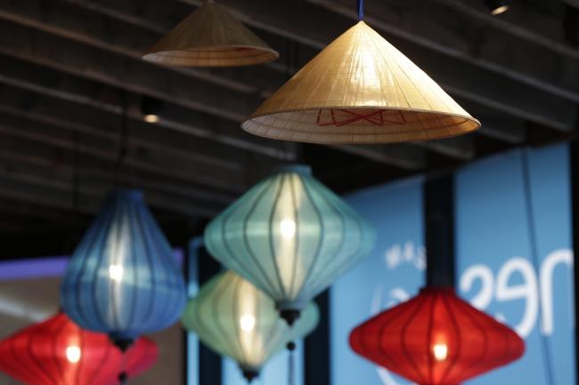 ランタンで装飾しベトナムの雰囲気を演出した会場(イメージ)